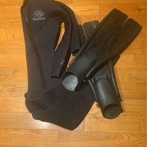 Women's wetsuit and fins for Sale in Los Angeles, CA