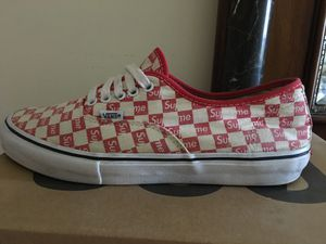 Supreme vans size 10.5 NO SOLE!!! (LOOK AT THE LAST PIC) for Sale in Macomb, MI