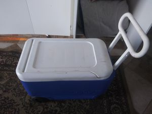 Rolling cooler like new for Sale in Fallbrook, CA