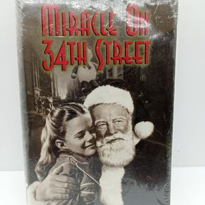 Miracle On 34th Street VHS Cassette for Sale in Waterbury, CT