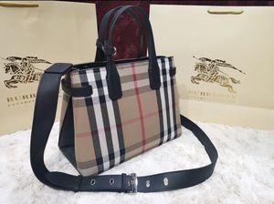 Burberry crossbody or shoulder bag for Sale in Deer Park, TX