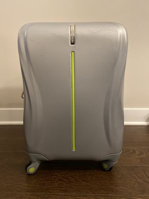 Excellent Condition American Tourister Hard Side Rolling Carry On Bag for Sale in Lisle, IL