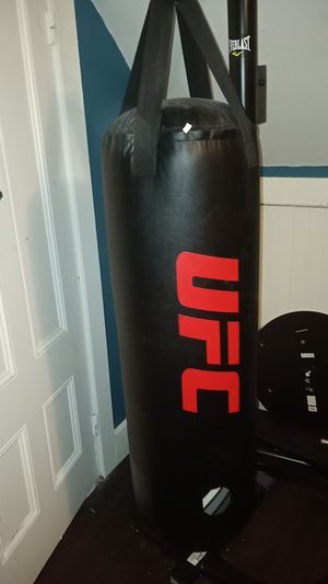 UFC 70Lb Bag With Everlast Stand & Speed Bag Stand!... for Sale in Boston, MA