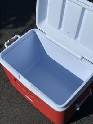 Rubbermaid Ice Cooler 34 quart for Sale in San Diego, CA