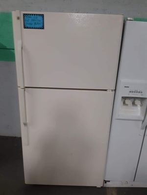 Top and bottom fridge working perfectly for Sale in Baltimore, MD