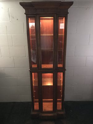 Cabinet/display case w light (glass shelves) for Sale in Saint ANTHNY VLG, MN