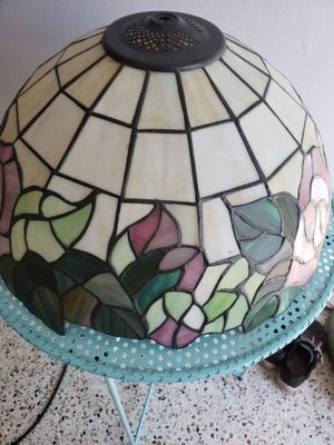 Tiffany style lamp shade for Sale in Miami, FL