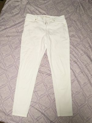 Michael Kors 98$ white pant for Sale in Fayetteville, NC