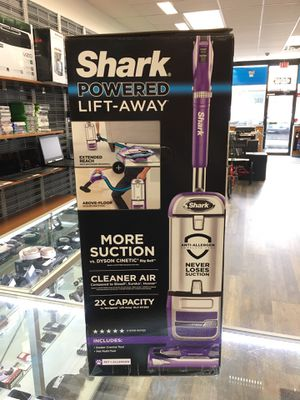 Shark NV586 Navigator Powered Lift-Away Upright Vacuum for Sale in Revere, MA