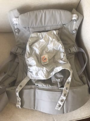 Ergobaby - Adapt baby carrier - pearl Grey for Sale in Jersey City, NJ