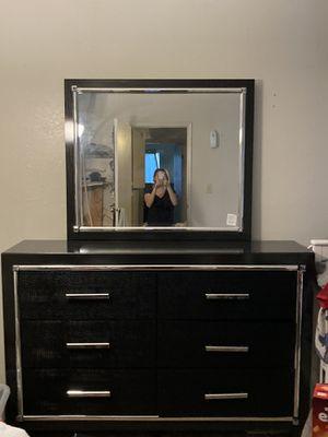 Queen bedroom set 800 or best offer for Sale in Sanger, CA