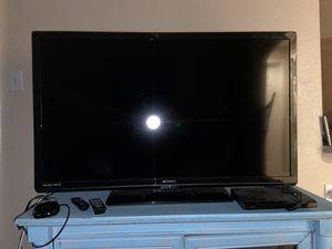 50' Flatscreen TV with Roku & TV stand for Sale in Dallas, TX