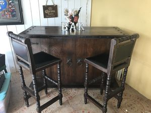 WOOD BAR WITH STOOLS for Sale in Hialeah, FL