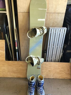 Burton Snowboard with boots and bag for Sale in Vista, CA