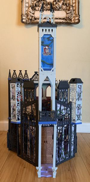 Monster High Deadluxe High School Playset Doll House for Sale in Coconut Creek, FL