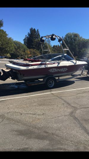 Trade for pontoon boat or sell 6500 no issues lake ready tags current 97 maxum 4.3 noon issues ready for lake boat currently at lake Sliverwood for Sale in Victorville, CA