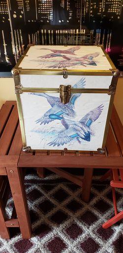 Fantastic Duck Print Rhino Cube Wood Lined Storage Locker. for Sale in Kent,  WA