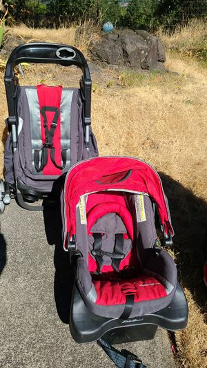Eddie bauer car seat and stroller combo for Sale in West Linn, OR