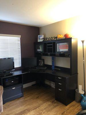 L shaped desk and hutch for Sale in Vista, CA