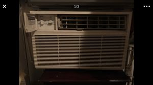 6200 BTU used air conditioner works great blows very very cold air for Sale in Mount Rainier, MD