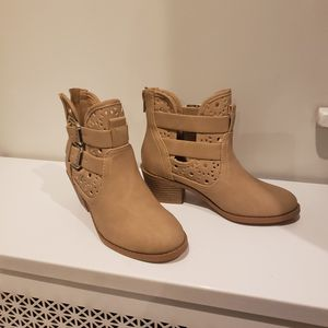 Beige Girls Boots Size 12 for Sale in Andover, MA