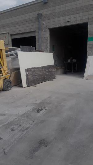 Hay espacio para cortar y fabricar slab de marmol y granito. for Sale in Los Angeles, CA