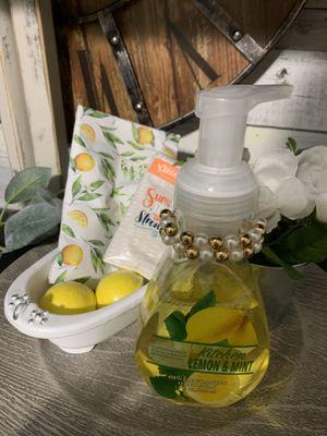 7pc farmhouse / lemon / yellow bathroom set for Sale in Deltona, FL