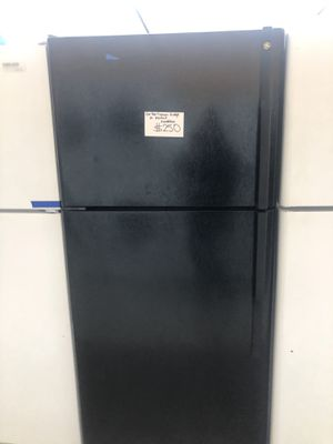 Ge top freezer fridge in perfect condition for Sale in Laurel, MD