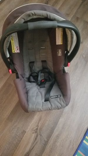 Infant car seat and base for Sale in Lewis Center, OH