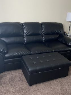 Black couch for Sale in Folsom,  PA