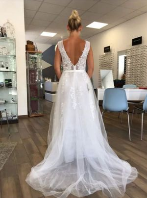 Wedding dress for Sale in Moreno Valley, CA