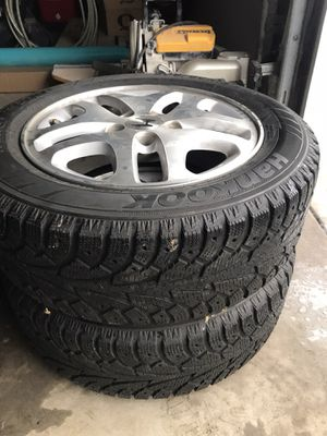 205/60/R16 (spike less) studded tires with Honda Acord rims for Sale in Troutdale, OR