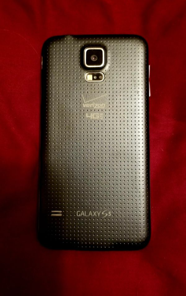 Galaxy S5 cell phone and 4 cases