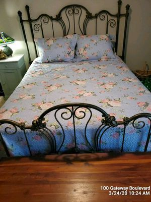REDUCED**QUEEN SIZE BRASS BED, MATTRESS, BOX SPRINGS AND FRAME for Sale in Greenville, SC