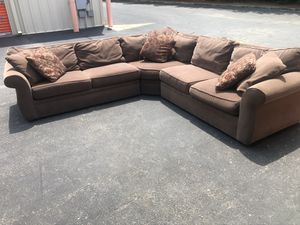 Brown sectional couch for Sale in Robbinsville Township, NJ