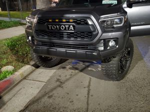 2017 toyota Tacoma $25000 title salvage for Sale in Los Angeles, CA
