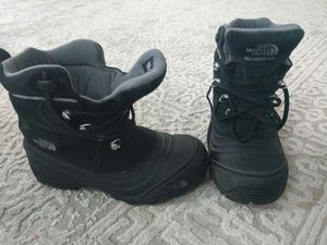 North face snow boots for kids for Sale in Tewksbury, MA