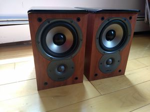 Polk audio TSi100 Cherry home theater bookshelf stereo speakers for Sale in Queens, NY