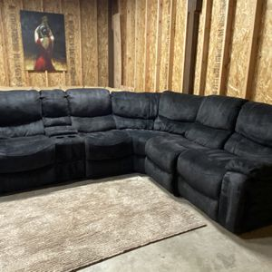 SECTIONAL RECLINER (free delivery ) for Sale in Oregon City, OR