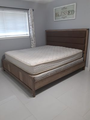 King bed frame with matress. I CAN DELIVERY. PUEDO LLEVAR A DOMICILIO for Sale in Houston, TX