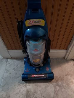 Bissell PowerGroom Multi-Cyclonic Bagless Upright Vacuum for Sale in Mattoon,  IL