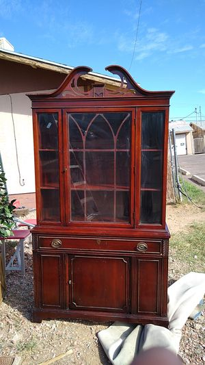 BERNHARDT FINE CHINA CABINET for Sale in Phoenix, AZ