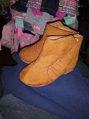 Baby girl tan boots for Sale in Madera, CA