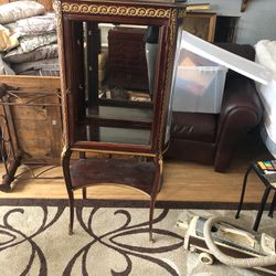 Vitrine Small curio cabinet curved side glass comes with two glass shelves missing glass front door for Sale in Gaithersburg,  MD