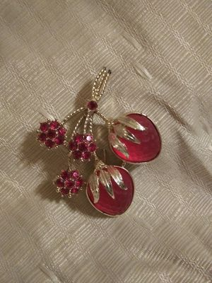 Vintage 1966 Sarah Coventry Frosted Glass Strawberries With Faux Ruby Flowers Brooch / Pin for Sale in Tullahoma, TN