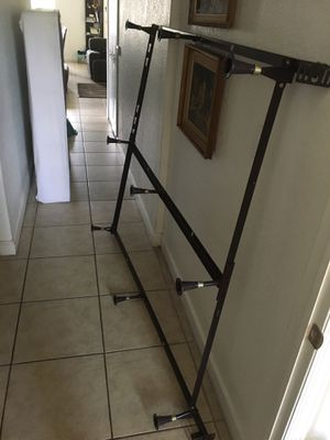 Queen frame like new Free for Sale in Doral, FL