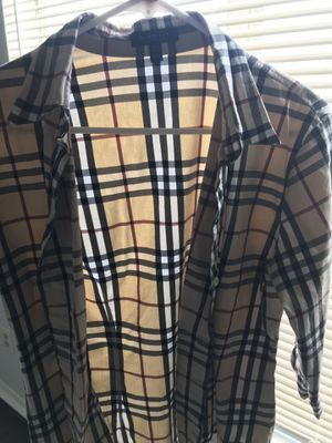 ASSORTED BOX OF WOMEN'S CLOTHES BURBERRY BEBE ZARA for Sale in Norcross, GA