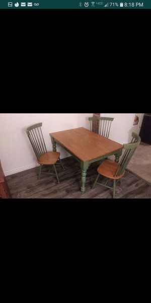 Solid Wood Kitchen table that extends and 4 Chairs for Sale in Los Angeles, CA