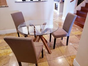 4pc Dining Room Set - PRICED TO SELL!!! WE NEED ALL FURNITURE TO BE GONE BY THIS SATURDAY!!! for Sale in North Las Vegas, NV