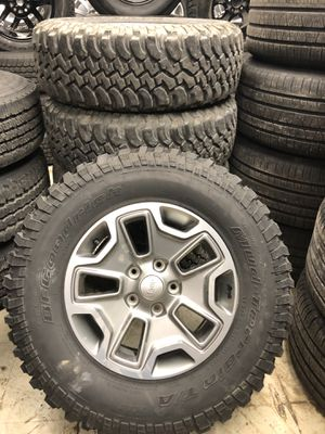 """17"""" oem Jeep rubicon wheels and tires like new for Sale in Detroit, MI"""